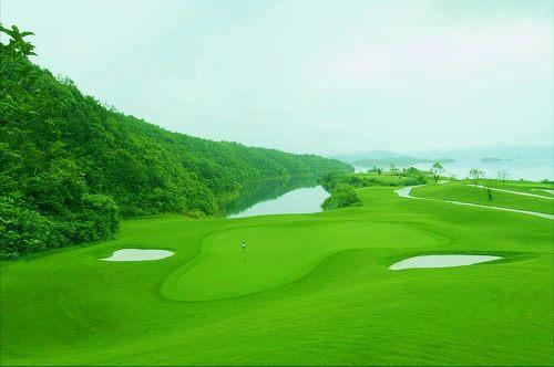 依傍千岛湖旅游度假区,千岛湖乡村俱乐部先天优势得天独厚.